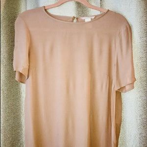 NWOT H&M fitted high-low cream, shortsleeve blouse